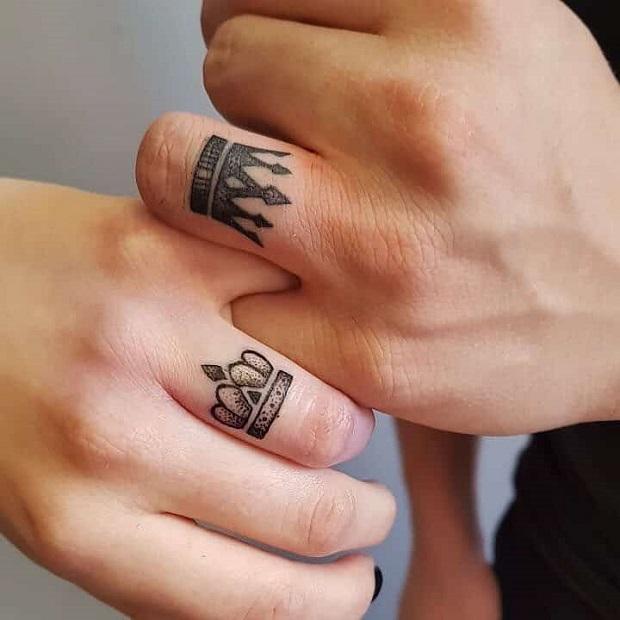 hình xăm ngón tay đôi
