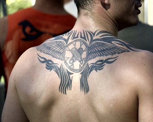 Hình xăm cánh ở lưng nam giới