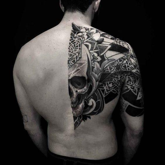Mẫu hình xăm đẹp cho nam ở lưng siêu chất