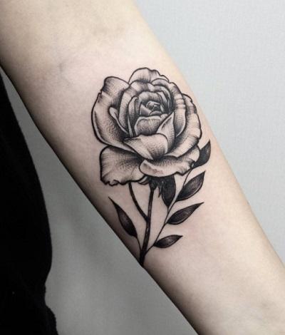 Còn gì bằng khi chọn tattoo hoa hồng ở cánh tay cho nam!