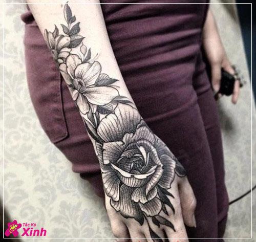 Chọn ngay tattoo hoa hồng kín tay cho nữ!