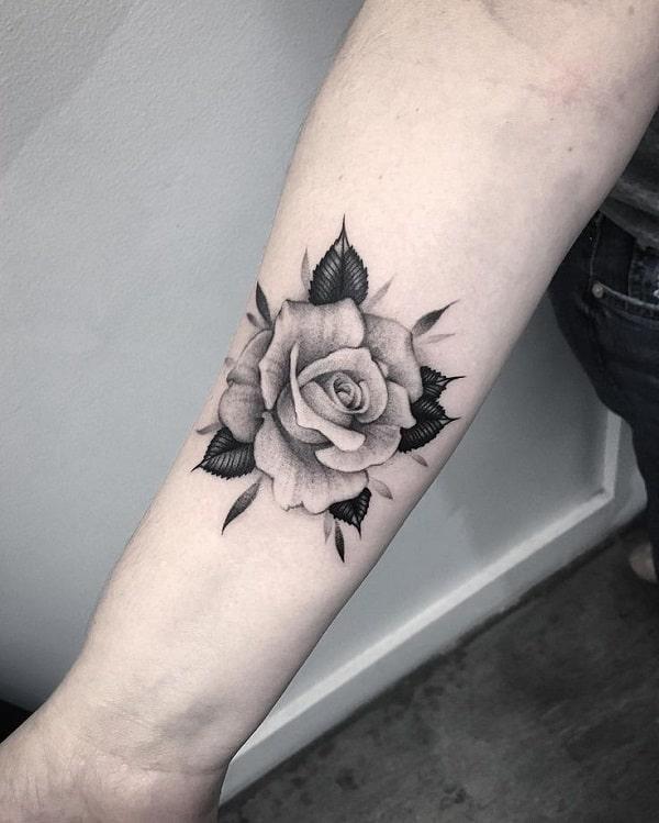 Khám phá ngay mẫu hình xăm hoa hồng ở tay nam giới