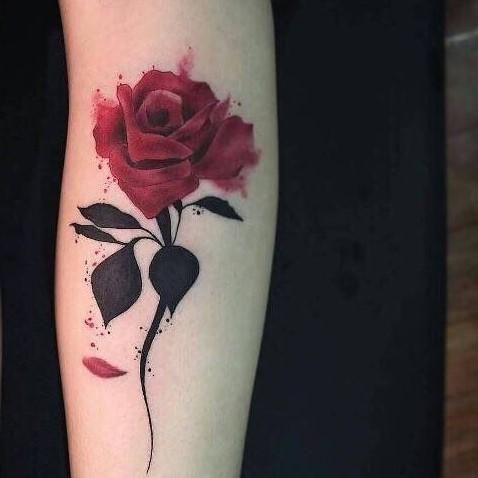 Lựa chọn tattoo hoa hồng ở tay cho nữ giới!
