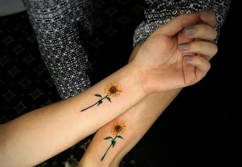 Chọn ngay mẫu tattoo hoa hướng dương ở cổ tay nữ giới