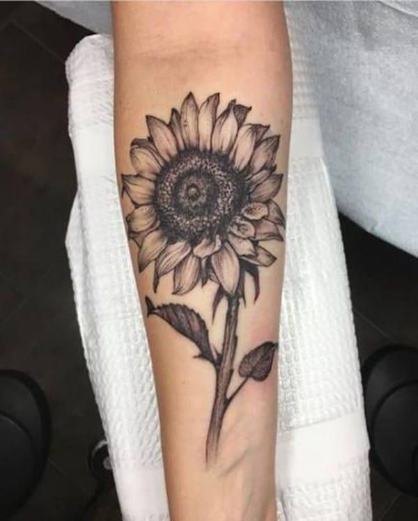 Tattoo hoa hướng dương ở tay cho nam