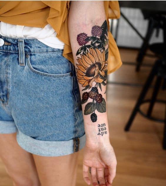 Bật bí hình xăm Sunflower cho nữ khám phá