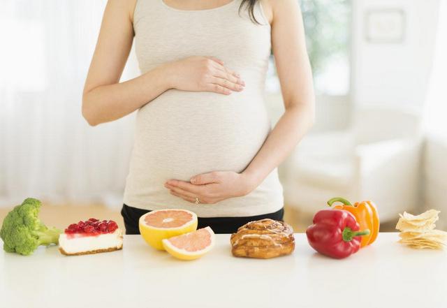 Bà bầu kiêng gì trong 3 tháng đầu? 3 tháng đầu thai kỳ kiêng ăn gì?