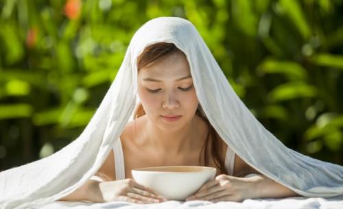 Bật mí Cách hơ mặt bằng muối sau sinh giúp các mẹ xinh đẹp